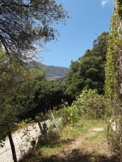 Location de vacances - Chalet à Olmeto - Vue de l'entrée sur Olmeto