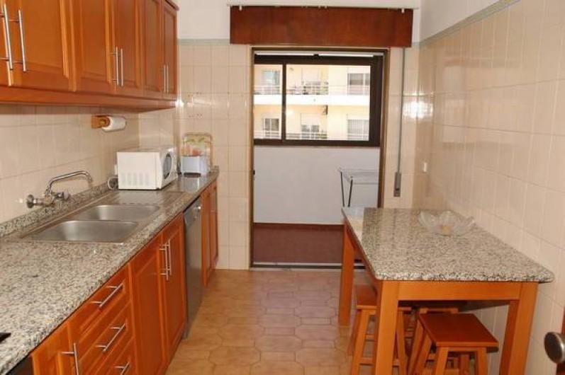 Location de vacances - Appartement à Faro - Cuisine avec aces au balcon