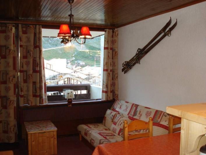 Location de vacances - Appartement à Le Lavachet - Séjour avec vue sur montagne