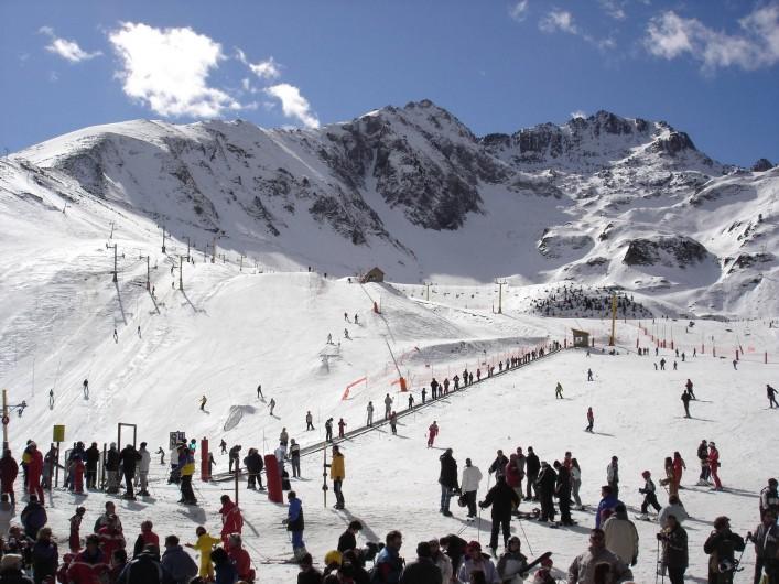 Location de vacances - Gîte à Luz-Saint-Sauveur - Vue de la station de ski l'hiver