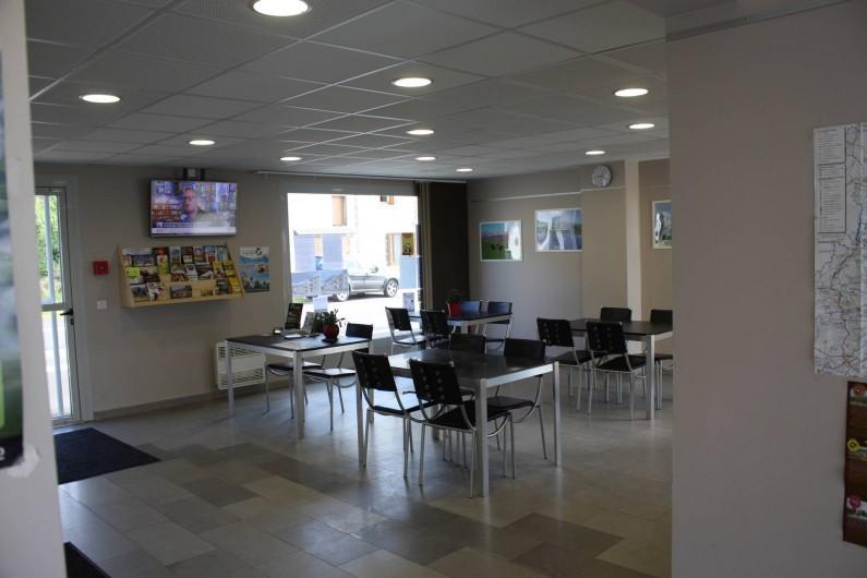 Location de vacances - Studio à Picherande - Salle du bâtiment accueil où sont servis les petits déjeuners