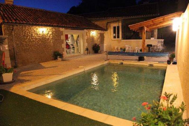 maison de village avec piscine priv e dans une cour int rieure biras en aquitaine dordogne. Black Bedroom Furniture Sets. Home Design Ideas
