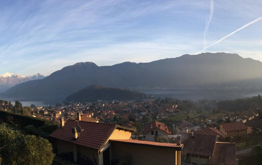Location de vacances - Maison - Villa à Lenno - Vue panoramique depuis la terrasse avec Bellagio en fond