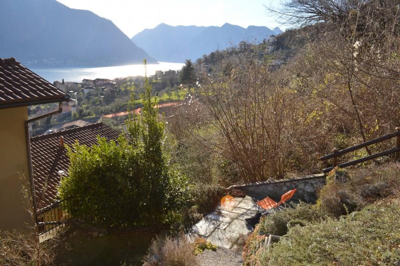 Location de vacances - Maison - Villa à Lenno - Terrasse a l'arriére du jardin
