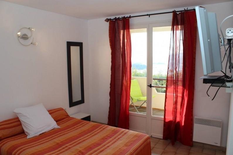 Location de vacances - Chambre d'hôtes à Porticcio - Chambre 1 rez de chaussée avec balcon vue mer