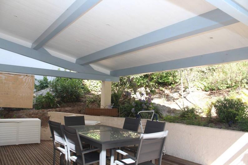 Location de vacances - Chambre d'hôtes à Porticcio - Coin repas abrité sur la terrasse