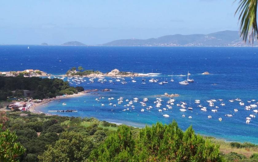 Location de vacances - Chambre d'hôtes à Porticcio - Vue sur la presqu'île de l'Isolella et les îles sanguinaires