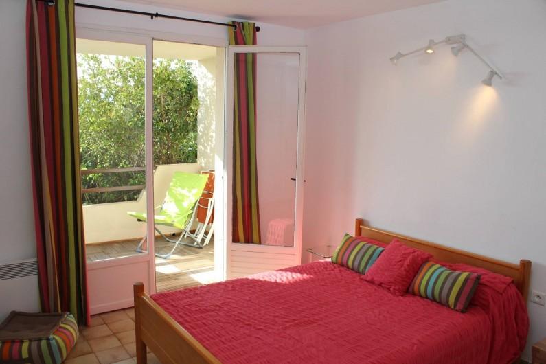 Location de vacances - Chambre d'hôtes à Porticcio - Chambre 2 rez de chaussée avec balcon vue mer