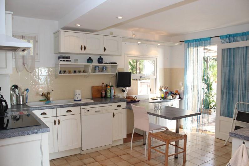 Location de vacances - Chambre d'hôtes à Porticcio - Cuisine principale rez de chaussée