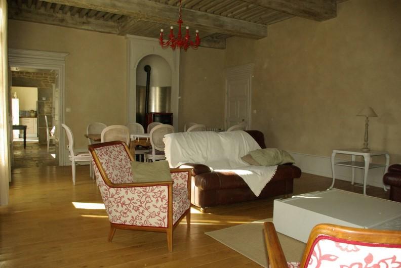 Location de vacances - Chalet à Scey-Maisières - grand salon : salle  jeux ou repas ,a cote de la salle a manger acces sur  parc