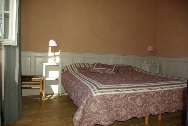 Location de vacances - Chalet à Scey-Maisières - chambre rose a 2 lits de 90 cm de large