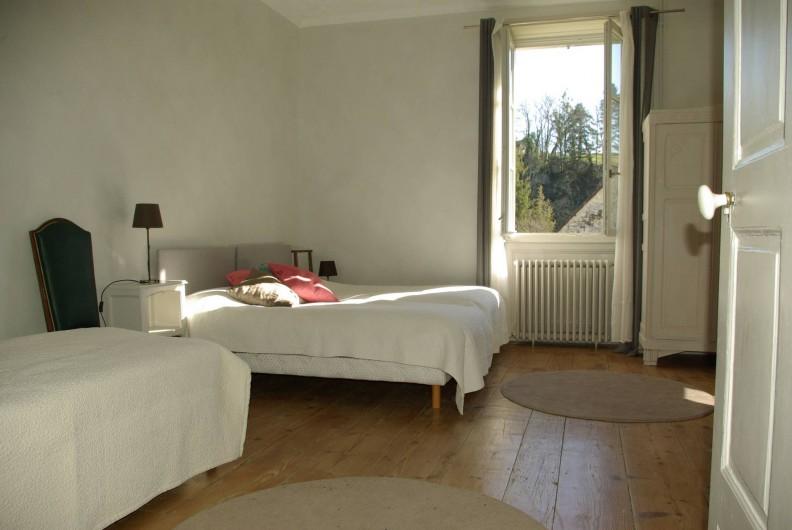 Location de vacances - Chalet à Scey-Maisières - chambre grise a 4 lits de 90 cm de large