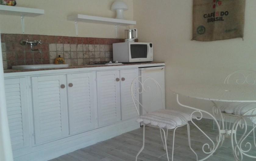 Location de vacances - Villa à Sarrians - petite cuisine extérieure