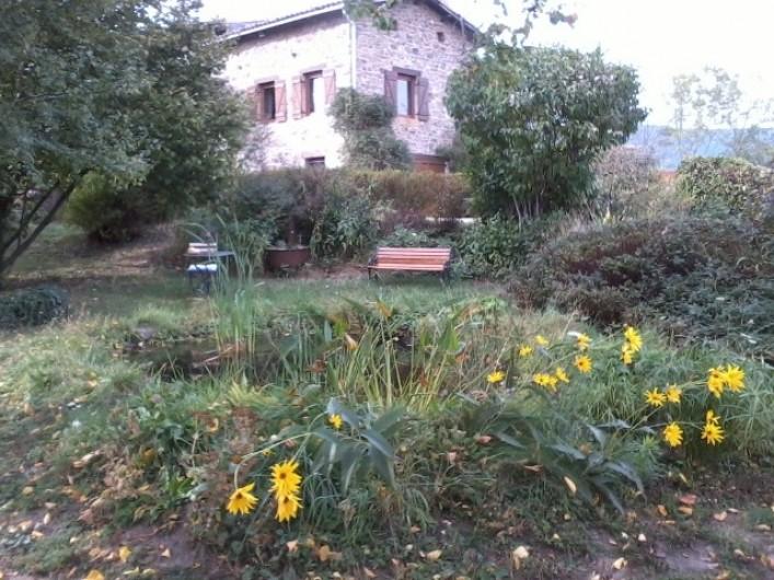 Location de vacances - Chambre d'hôtes à Pélussin - une partie du jardin