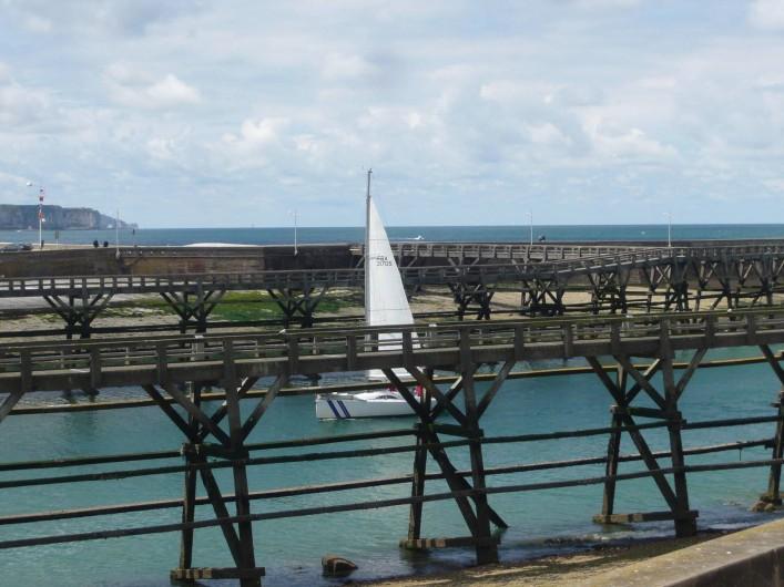Location de vacances - Gîte à Fécamp - Vue sur l'entrée du port depuis la maison.