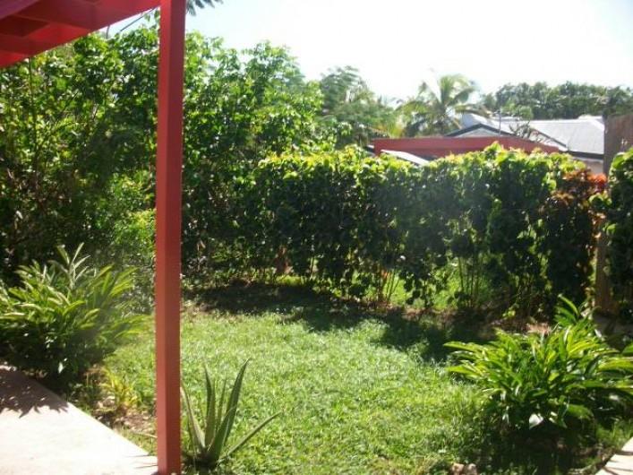 Location de vacances - Appartement à Sainte-Anne - Jardin arrière de la résidence