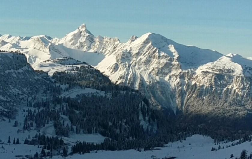 Location de vacances - Chalet à Morillon - Station de ski tous niveaux 150 Km de pistes