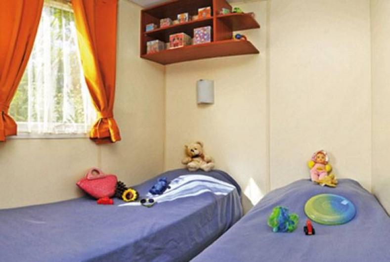 Location de vacances - Camping à Semussac - Mobil home avec terrasse semi-couverte
