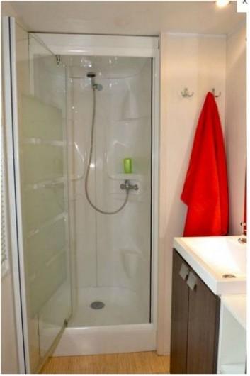 Location de vacances - Camping à Longeville-sur-Mer - Salle de bain Mobile-home Canaries
