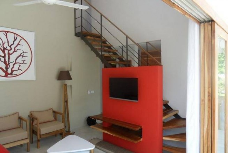 Location de vacances - Villa à Las Terrenas - salon avec escalier