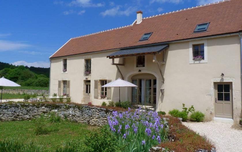 Location de vacances - Chambre d'hôtes à Montillot - la maison en printemps