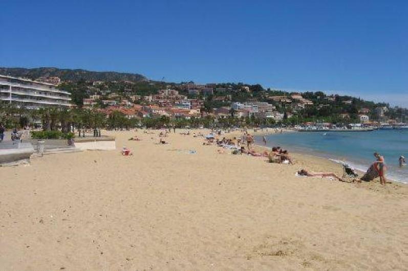 Location de vacances - Villa à Le Lavandou - La grande plage du Lavandou, à 700 m de la résidence