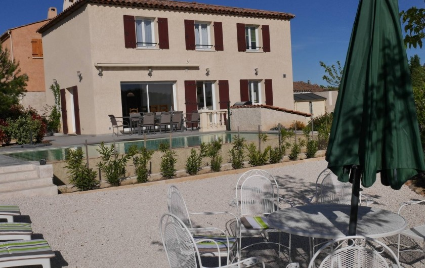 Location de vacances - Maison - Villa à Brue-Auriac - Le gîte, la piscine et le coin farniente....