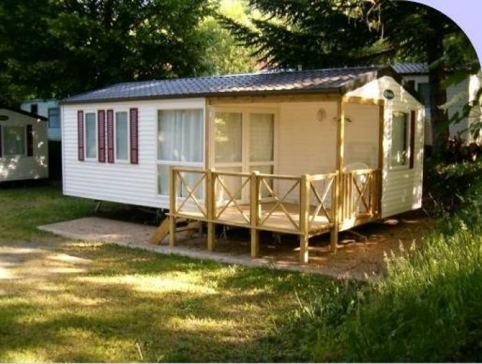 Location de vacances - Camping à La Bourboule - mobil-home 31 m² 2ch , terrasse semi-couverte