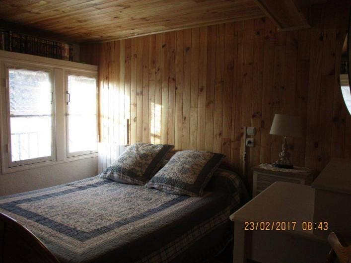 Location de vacances - Maison - Villa à Railleu - CHAMBRE 1 LIT 140 AVEC TV ET LECTEUR DE DVD ET CASSETTES