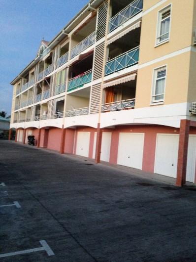Location de vacances - Appartement à Les Trois-Îlets - Façade de l'immeuble