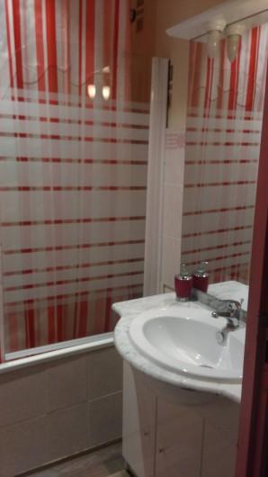 Location de vacances - Chambre d'hôtes à Poudenx - Salle de bains chambre 2