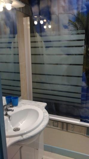 Location de vacances - Chambre d'hôtes à Poudenx - Salle de bains chambre 3