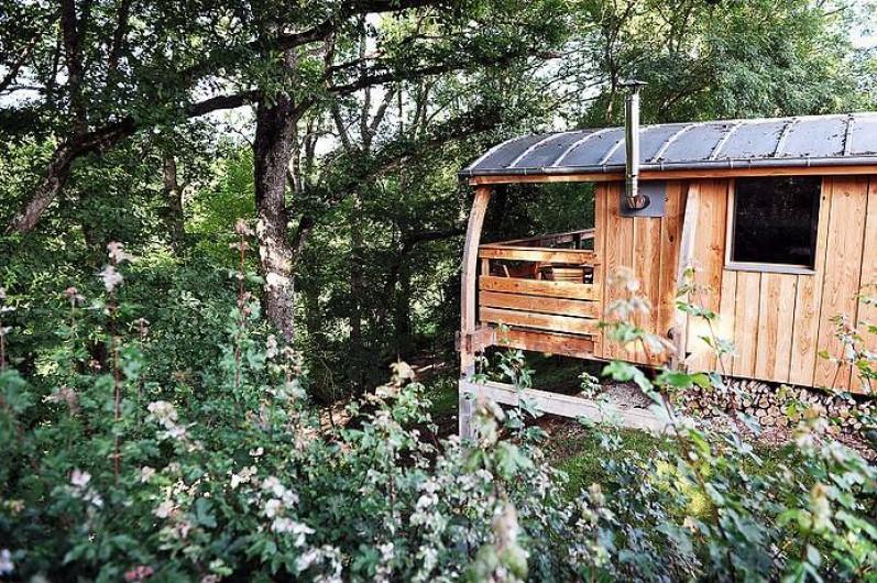 Location de vacances - Insolite à La Châtre - Construites au bord d'une petite colline arborée, 4 belles cabanes à louer