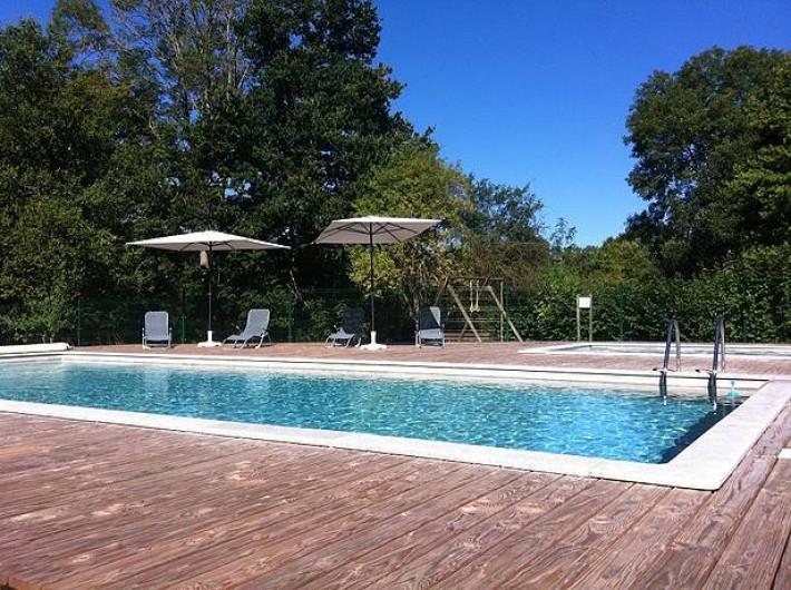 Location de vacances - Insolite à La Châtre - Une piscine + pataugeoire + belle terrasse sont à disposition