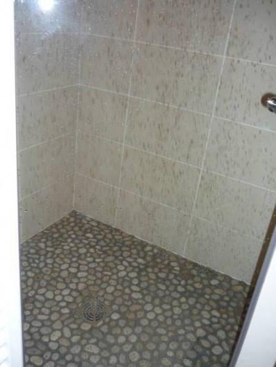Location de vacances - Appartement à Chamonix-Mont-Blanc - douche chambre etage