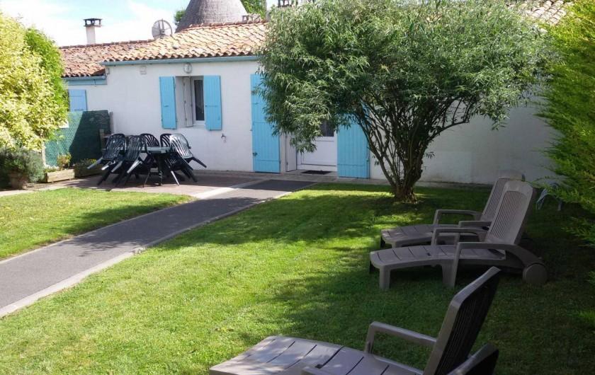 Location de vacances - Gîte à Arces - Devant de notre gite et son jardin