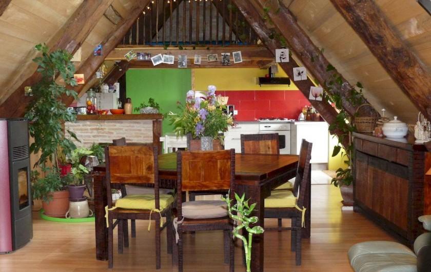 Location de vacances - Maison - Villa à Causse-et-Diège - cuisine toute en couleur