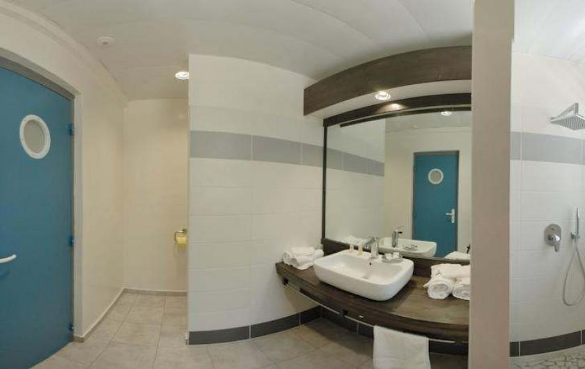 Location de vacances - Hôtel - Auberge à Terre-de-Haut - Salle de bain de votre chambre vue mer !!
