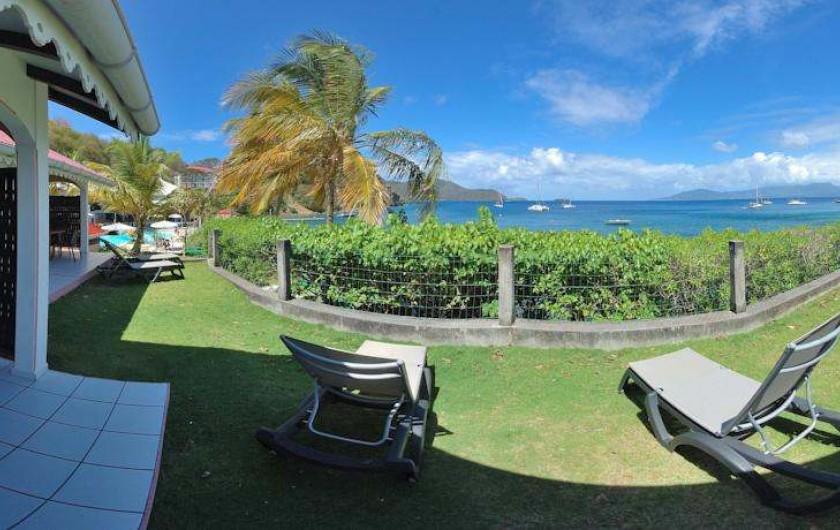 Location de vacances - Hôtel - Auberge à Terre-de-Haut - Vue du jardinez de votre bungalow famille vue mer !!
