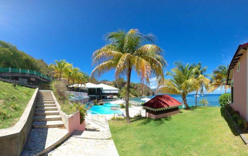 Location de vacances - Hôtel - Auberge à Terre-de-Haut - Accès à votre piscine !!