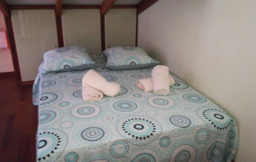 Location de vacances - Appartement à Les Trois-Îlets - Chambre avec drap, linge de maison