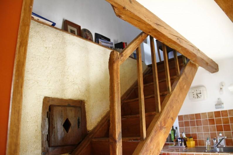 Location de vacances - Gîte à Marvejols - escalier qui va au séjour du 1er