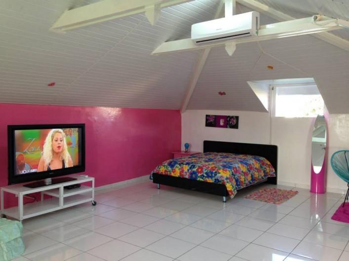 Location de vacances - Bungalow - Mobilhome à Sainte-Anne - Studio Myosotis - 48 m2  2 Couchages, TV écran géant, clim, mini frigo, salon