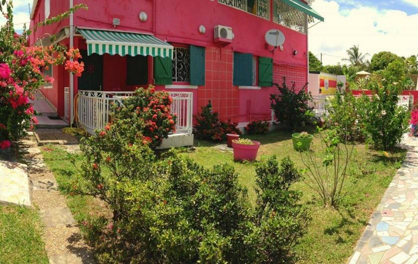 Location de vacances - Bungalow - Mobilhome à Sainte-Anne - Appartement Poirier Paruline - Vue Extérieure jardin