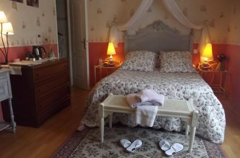 """Location de vacances - Chambre d'hôtes à Virazeil - Chambre """" Les Pavots."""""""