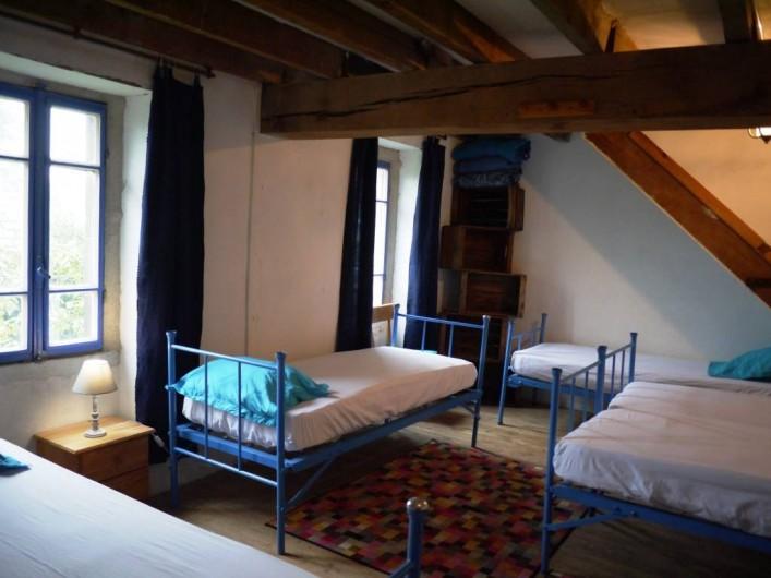 Location de vacances - Gîte à Saint-Rémy-de-Blot - Chambre 1 : 7 lits au 1er étage
