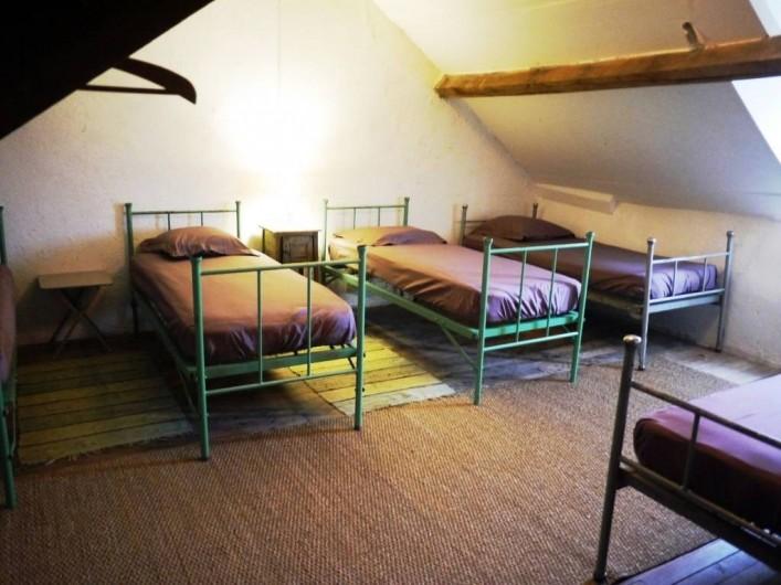 Location de vacances - Gîte à Saint-Rémy-de-Blot - chambre 2 : 6 lits /2eme étage