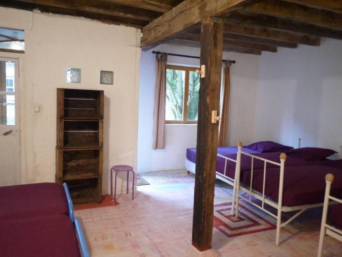 Location de vacances - Gîte à Saint-Rémy-de-Blot - chambre 4: 10 lits en rez-de-jardin