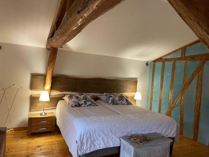 Location de vacances - Villa à Écollemont - Second salon, avec cheminée en pierre, bois à disposition sans supplément