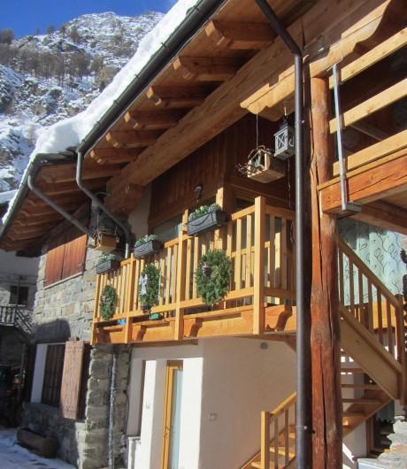 Location de vacances - Studio à Rhêmes-Notre-Dame - vue extérieure en hiver